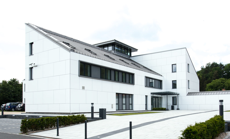 Verwaltungsgebäude der Fernwasserversorgung Oberfranken in Kronach Rückansicht