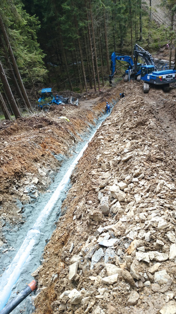 Fernwasserversorgung Oberfranken Rohreinbau Steilhang Rohrgraben Wasserversorgung Trinkwasserversorgung